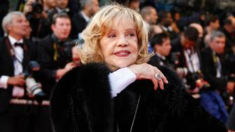 """French actress Jeanne Moreau arrives for the screening of the film """"Vicky Cristina Barcelona"""" by U.S. director Woody Allen at the 61st Cannes Film Festival May 17, 2008.     REUTERS/Vincent Kessler  (FRANCE)"""