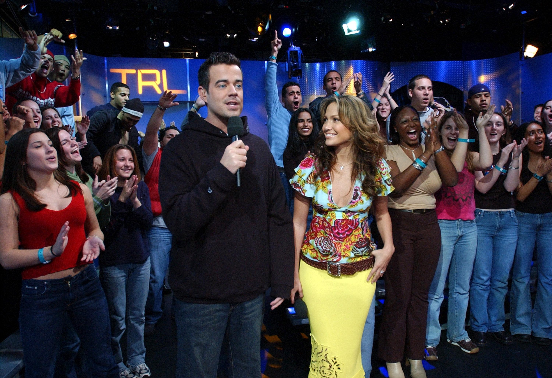 Carson Daly and Jennifer Lopez during Jennifer Lopez Visits MTV's 'TRL' - November 2, 2001 at MTV's TRL studio in New York City, New York, United States. (Photo by KMazur/WireImage)