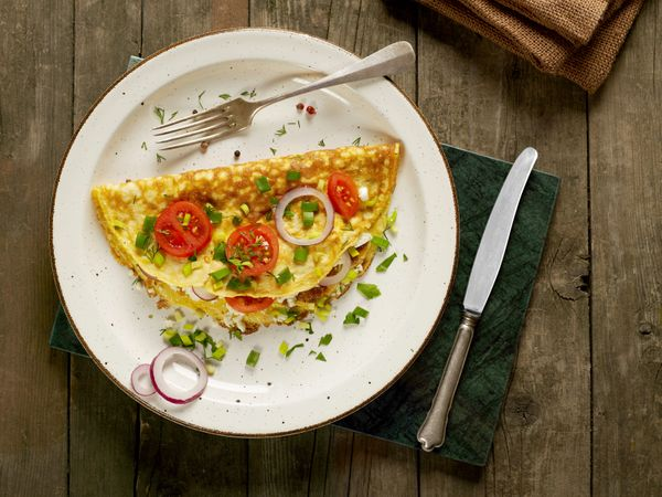 """An omelette <a href=""""http://www.huffingtonpost.com/entry/omelette-recipes_us_57cec3ece4b0e60d31e001d5"""">isn't just about the e"""
