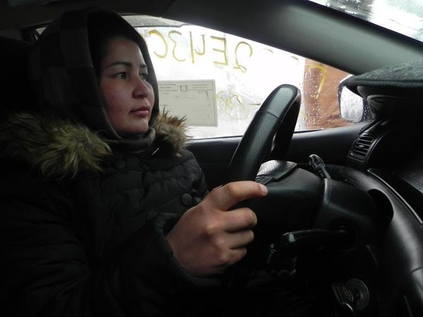 Farahnaz behind the wheel during her driving lesson.