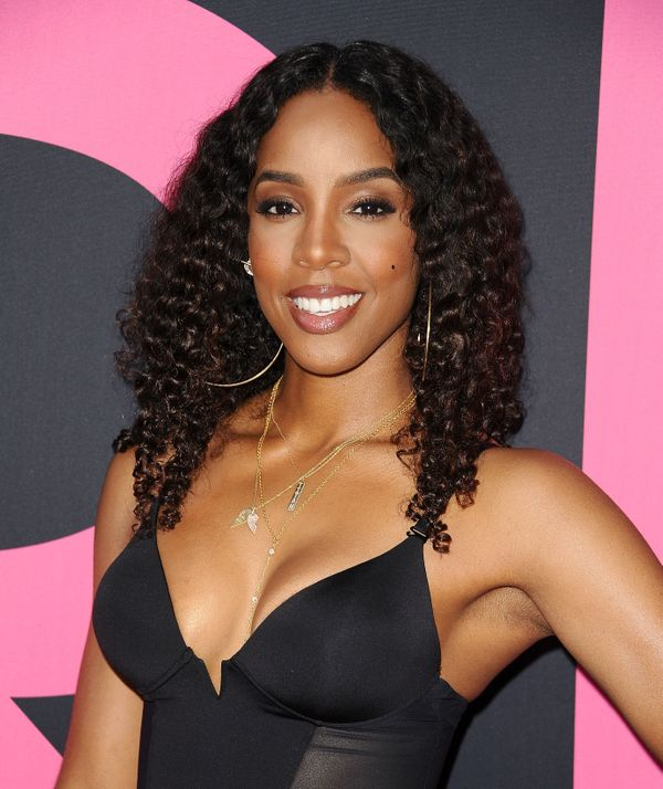 """<a href=""""http://www.huffingtonpost.com/entry/kelly-rowland-gets-real-about-her-flapjack-boobs-and-frisbee-nipples-after-breas"""