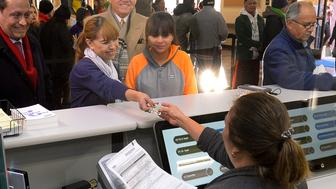 Sonya Soriano and her daughter Kelya (2nd R), 12, are seen first in line to apply at the California Department of Motor Vehicles in Granada Hills, Los Angeles, California January 2, 2015. The California Department of Motor Vehicles on Friday begin issuing driver licenses under AB 60, the new law requiring DMV to issue a driver license to applicants regardless of immigration status in Los Angeles. REUTERS/Gus Ruelas (UNITED STATES - Tags: TRANSPORT POLITICS)
