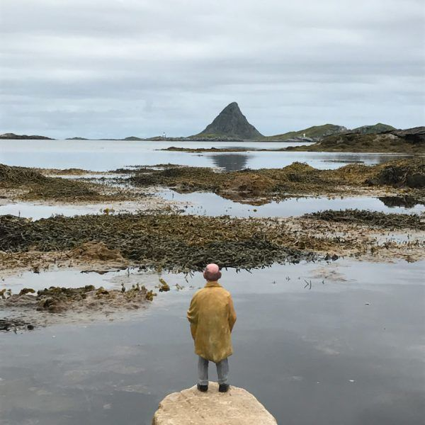 Isaac Cordal. Up North Fest 2017. Røst, Norway. (photo © Isaac Cordal)