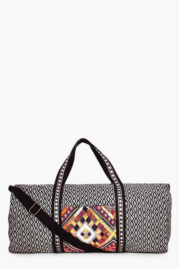 "<a href=""http://us.boohoo.com/evie-beaded-panel-aztec-weekend-holdall-bag/DZZ53984.html?color=105"" target=""_blank"">Shop it he"