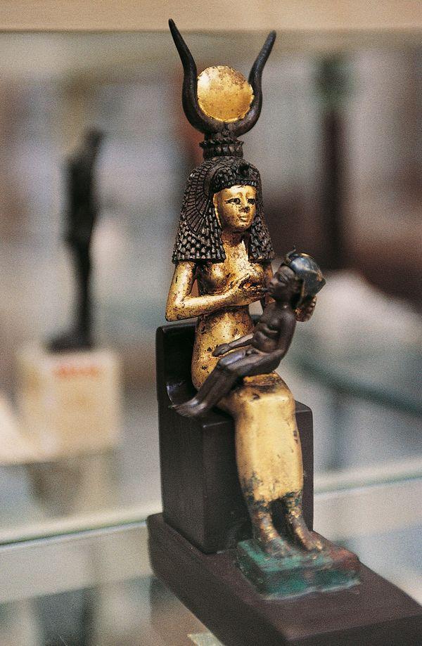 Universal Goddess Tarot: 22 Powerful Images Of Holy Women Breastfeeding