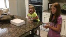 La reacción de estas niñas al ver a su nueva hermanita no tiene