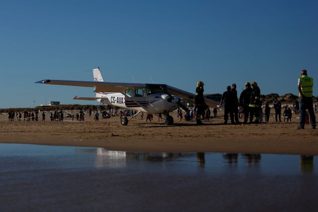 The plane had appeared to be experiencing difficulty as it approached the