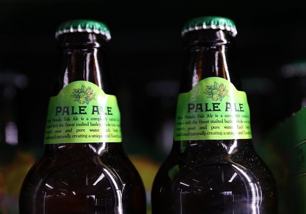 <strong>Flavor:</strong> In the U.K., this brew has a strong malty and woody flavor. In the U.S., the hops are ramped up