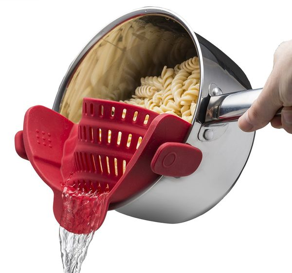 "Get rid of your huge pasta strainer and replace it for this compact strainer that fits nearly all round pots. <a href=""h"