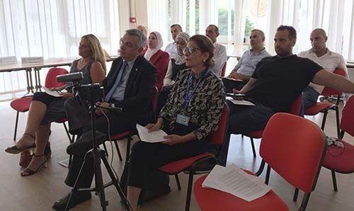 <em>News conference simulation included La Stampa director Maurizio Molinari (center front row), ILO consultant Patti Janega,