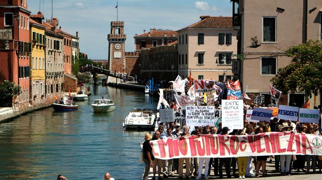 Venice's residents holds a banner