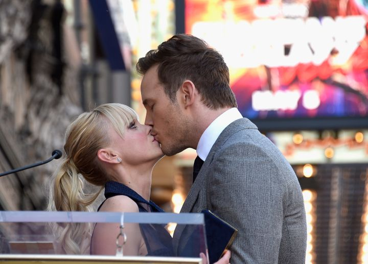 Anna Faris and Chris Pratt kiss at the actor's Hollywood Walk Of Fame ceremony.