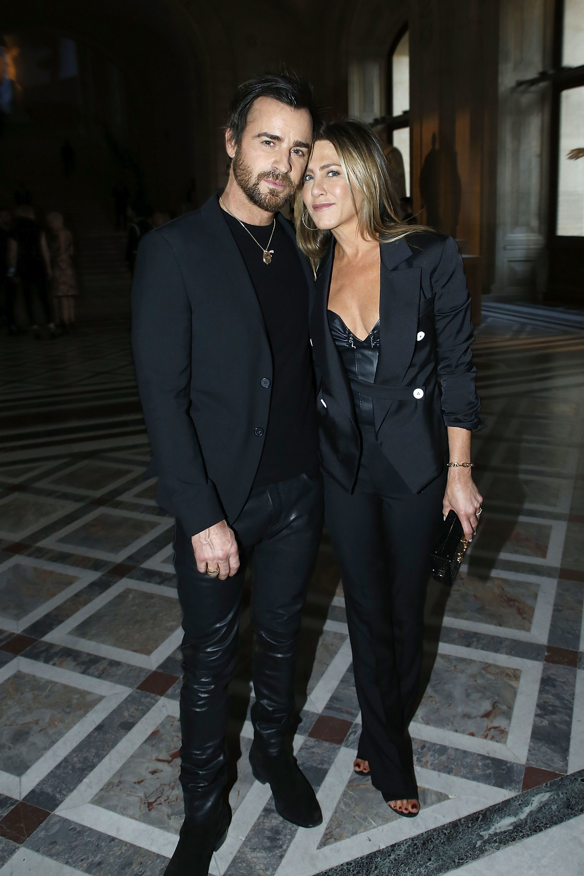 PARIS, FRANCE - APRIL 11:  Actor Justin Theroux and Actress Jennifer Aniston attend the 'LVxKOONS' exhibition (Louis Vuitton and Jeff Koons Collaboration) at Musee du Louvre on April 11, 2017 in Paris, France.  (Photo by Bertrand Rindoff Petroff/Getty Images)