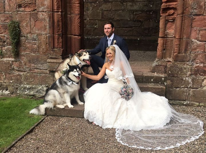 "The couple chose&nbsp;<a href=""http://www.abbeyhousehotel.com/"" target=""_blank"">Abbey House Hotel</a>&nbsp;because it allowed their furry friends."