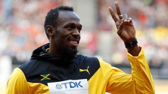 Athletics - World Athletics Championships – men's 100 metres victory ceremony – London Stadium, London, Britain – August 6, 2017 – Usain Bolt of Jamaica (Bronze) gestures on the podium. REUTERS/Phil Noble