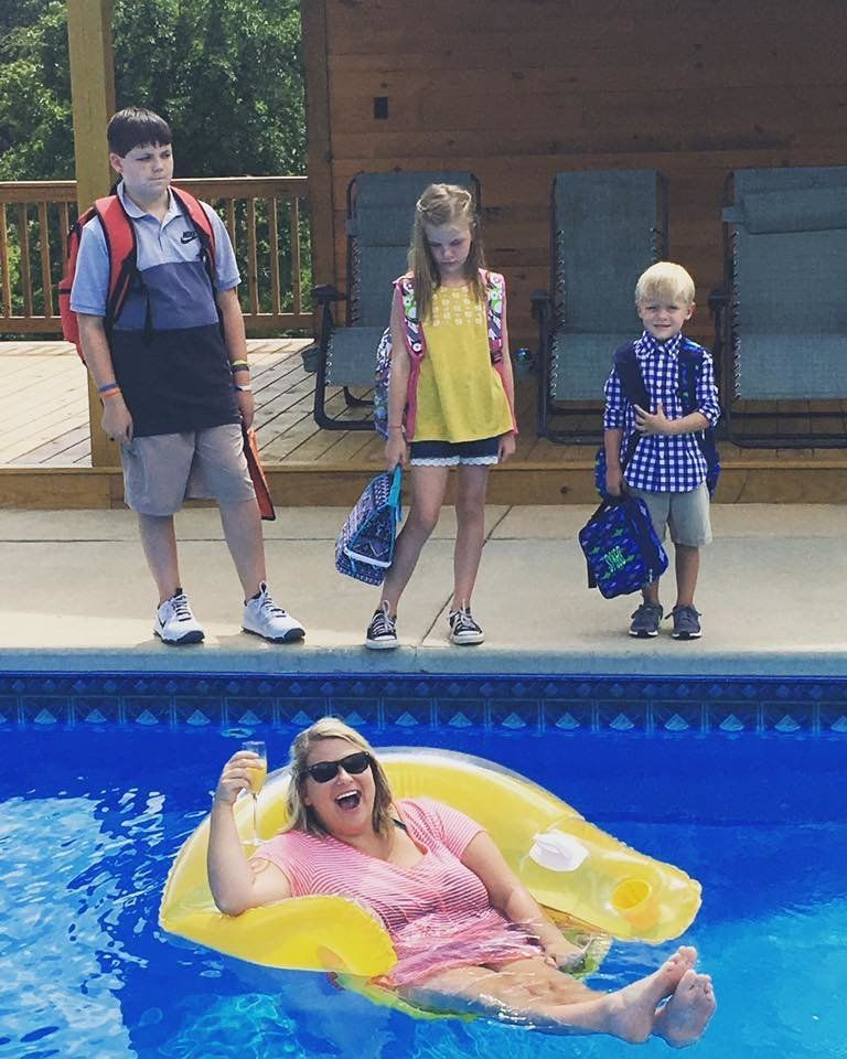 Mom's exuberant back-to-school photo goes viral on Facebook