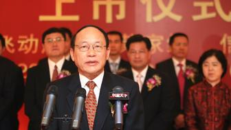 """""""Ye Chenghai, front, Chairman of Shenzhen Salubris Pharmaceuticals Co., Ltd., speaks during the ceremony for the listing of Salubris at the Shenzhen Stock Exchange in Shenzhen city, south Chinas Guangdong province, 10 September 2009."""""""