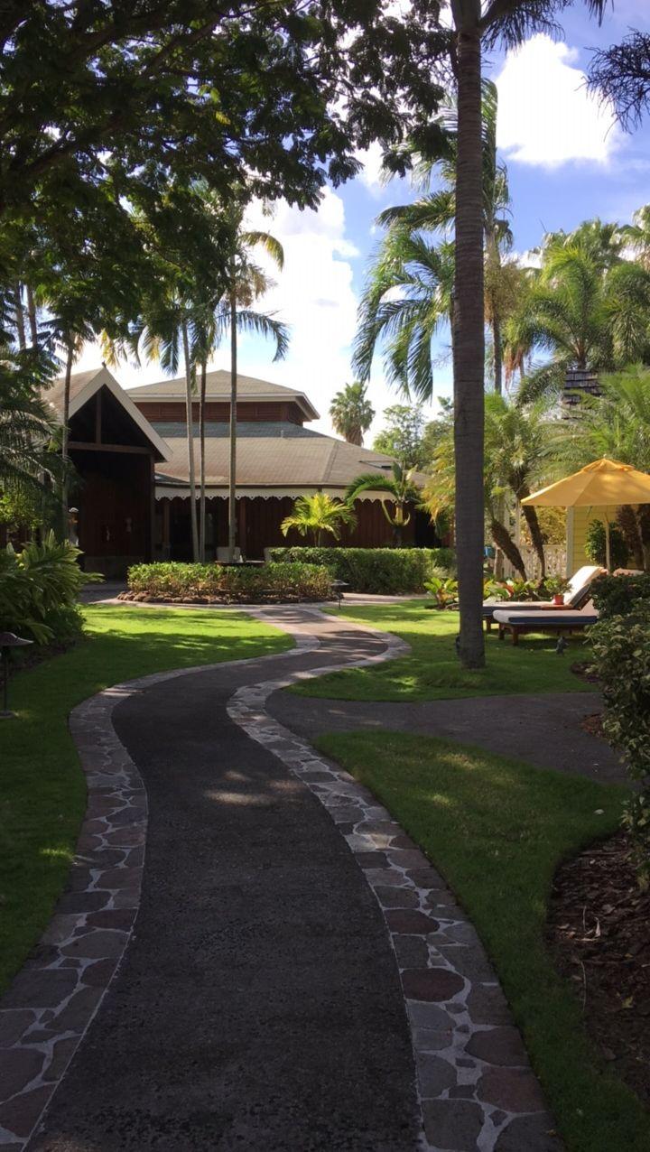 Four Seasons Resort Nevis spa path