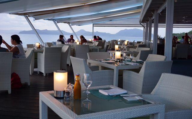 Four Seasons Resort Nevis, Mango's outdoor seating