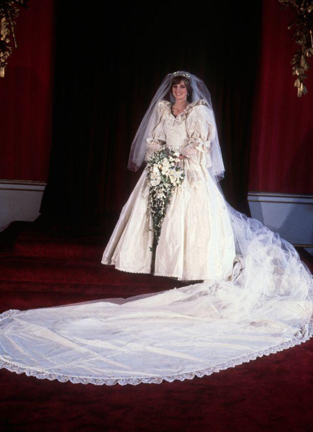 Princess Diana\'s Top 20 Fashion Moments
