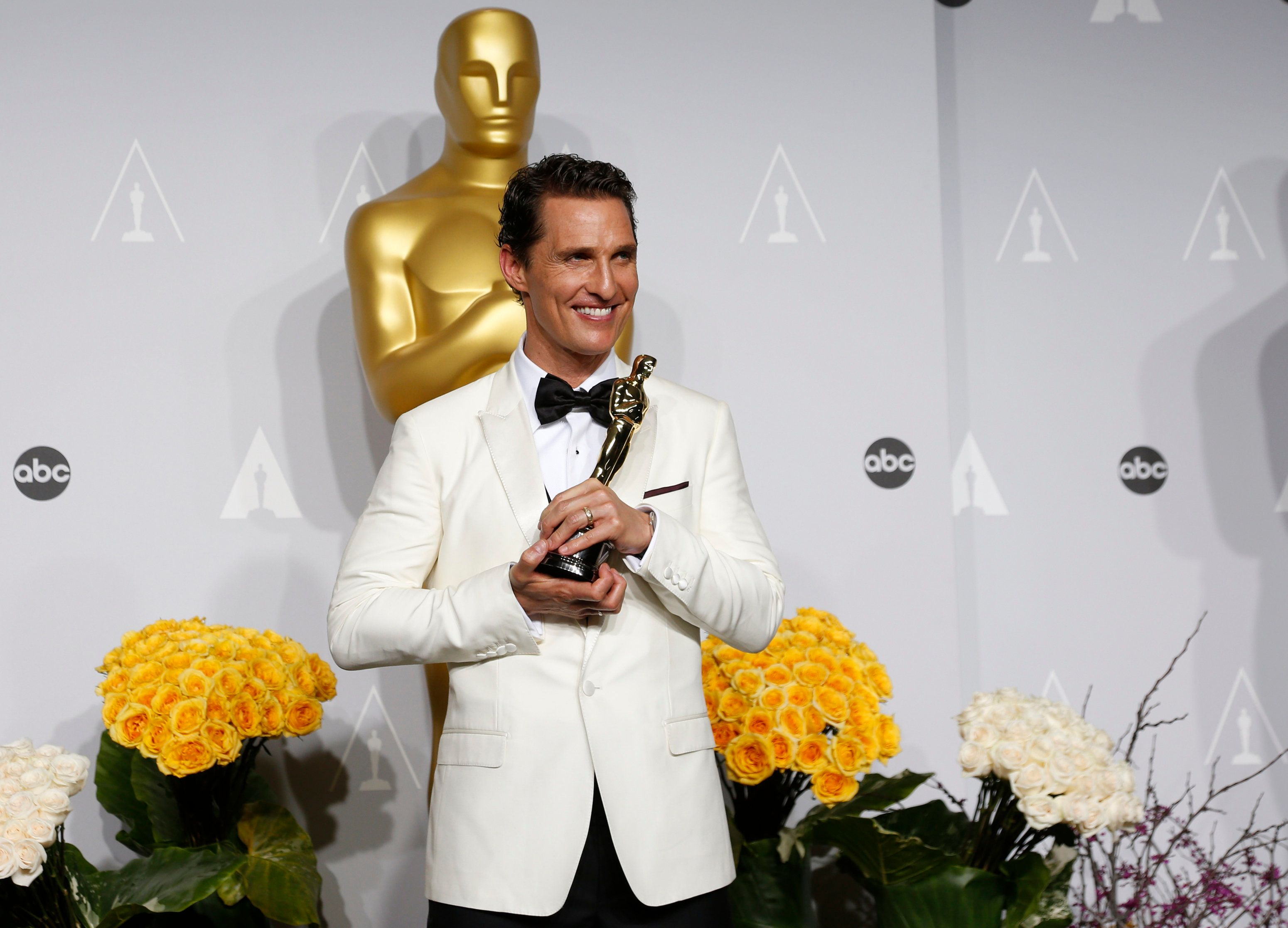 "Matthew McConaughey, best actor winner for his role in ""Dallas Buyers Club,"" poses with his Oscar backstage at the 86th Academy Awards in Hollywood, California March 2, 2014   REUTERS/Mario Anzuoni (UNITED STATES  - Tags: ENTERTAINMENT)  (OSCARS-BACKSTAGE)"