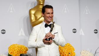 """Matthew McConaughey, best actor winner for his role in """"Dallas Buyers Club,"""" poses with his Oscar backstage at the 86th Academy Awards in Hollywood, California March 2, 2014   REUTERS/Mario Anzuoni (UNITED STATES  - Tags: ENTERTAINMENT)  (OSCARS-BACKSTAGE)"""
