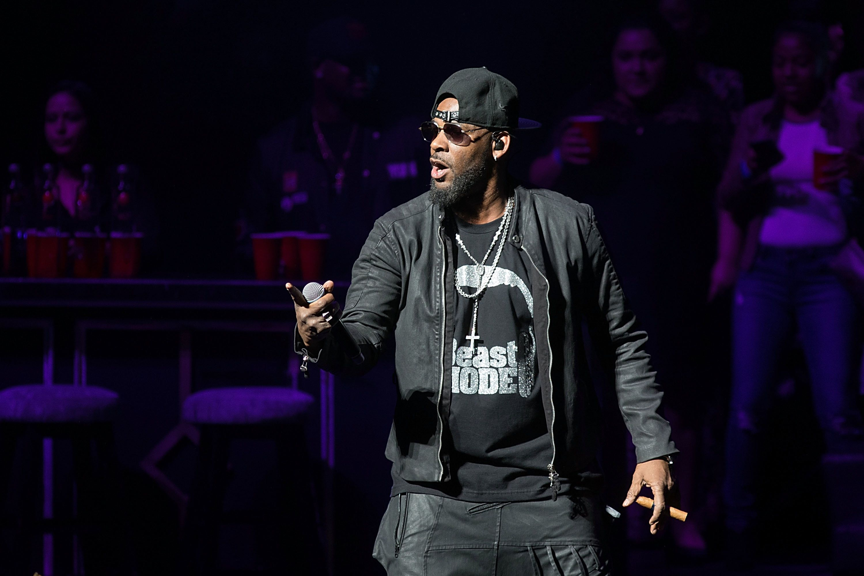 AUSTIN, TX - MARCH 03:  Singer-songwriter R. Kelly performs in concert at Bass Concert Hall on March 3, 2017 in Austin, Texas.  (Photo by Rick Kern/WireImage)