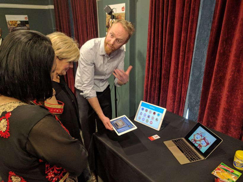 Innovator Wil Monte of Millipede shares his ideas with Foreign Minister Julie Bishop and Fijian Health Minister Rosy Akbar.