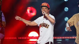 2017 BET Awards  – Show – Los Angeles, California, U.S., 25/06/2017 - Bruno Mars performs. REUTERS/Mario Anzuoni