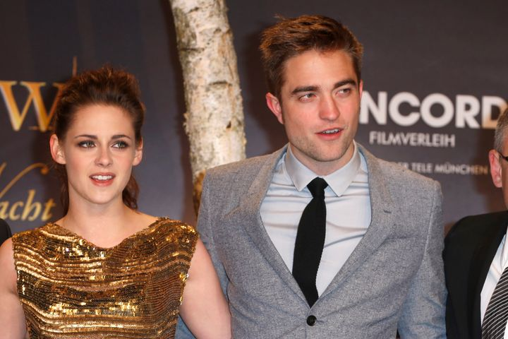 Robert Pattinson Kissing Kristen Stewart In Real Life