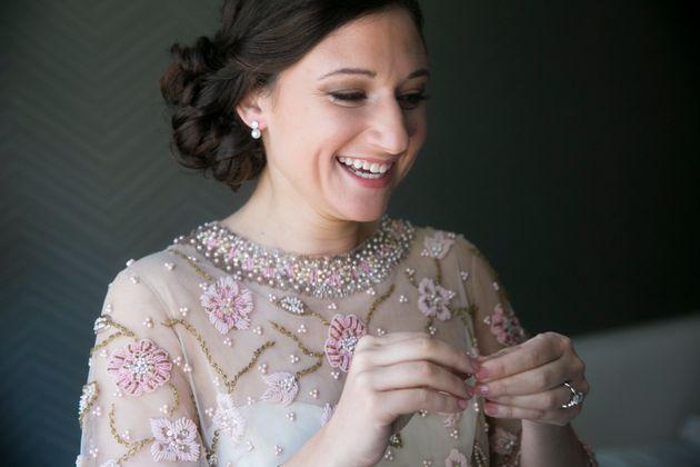 Esta mujer se casa con el vestido de novia de su abuela, y le queda ...