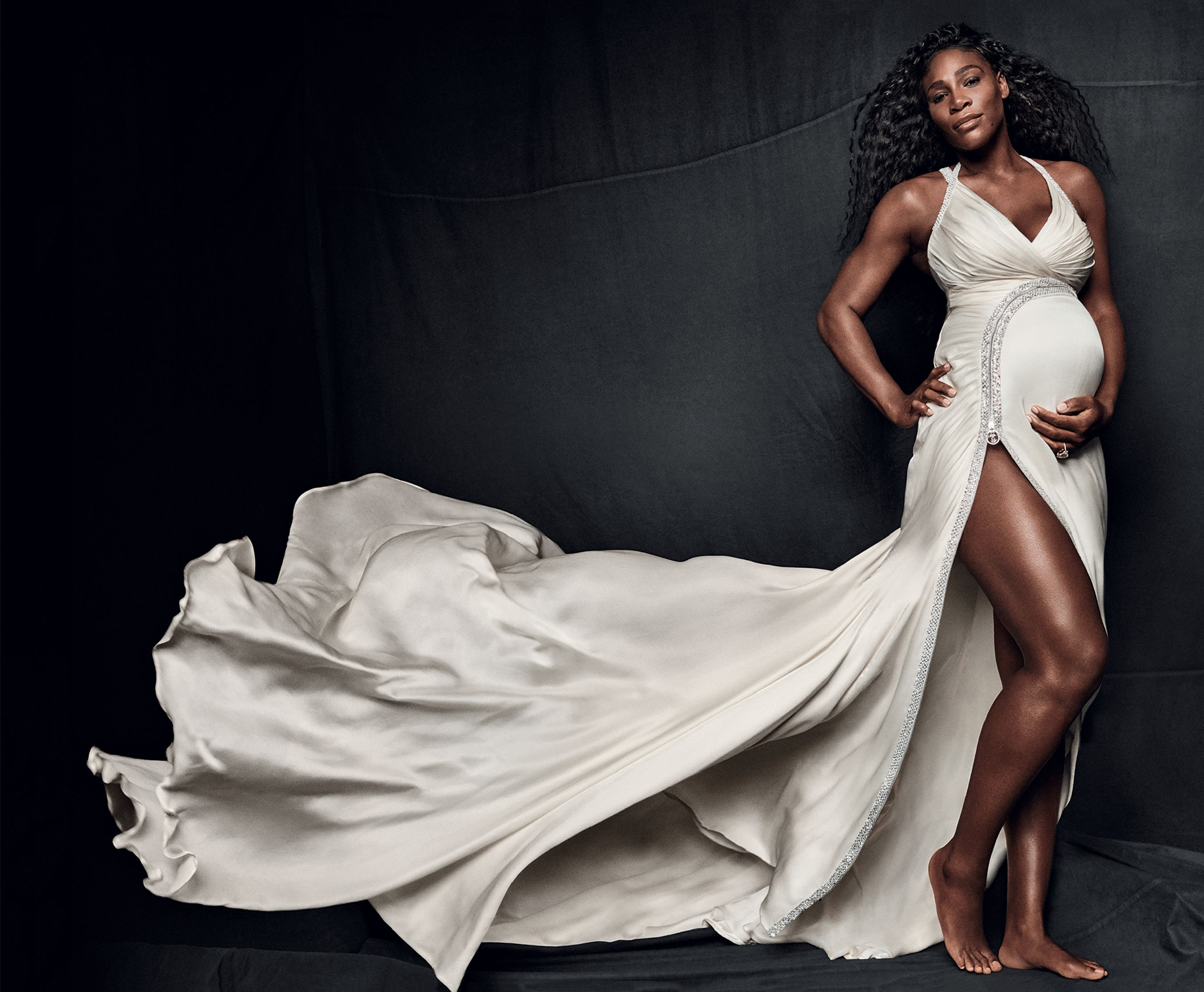 Pregnant Serena Williams Is Radiant And Barefoot In Vogue