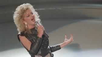 Welsh-born singer Bonnie Tyler performs her song Total Eclipse of the Heart at the 1984 Grammy Awards.