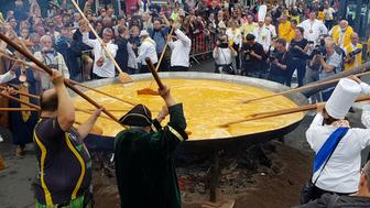 Members of the worldwide fraternity of the omelette prepare a traditional giant omelette made with 10,000 eggs in Malmedy, Belgium August 15, 2017. REUTERS/Christopher Stern