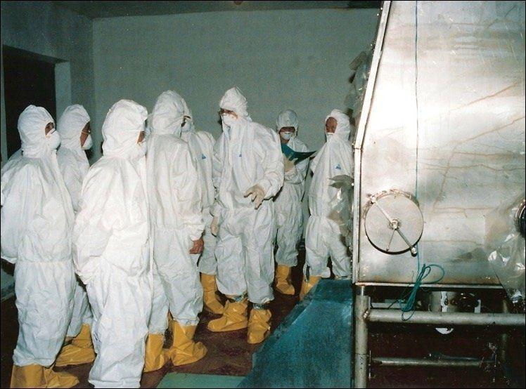Siegfried Hecker en un laboratorio de plutonio en Yongbyon, en agosto de