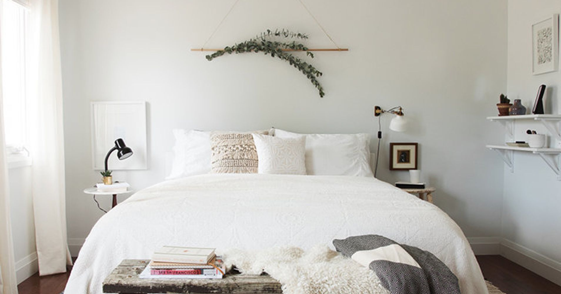 14 over the bed wall decor ideas huffpost for Over the bed decoration ideas