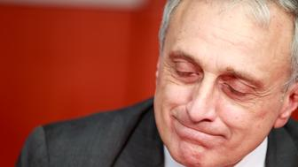 New York State Republican gubernatorial candidate Carl Paladino speaks to Reuters in New York October 21, 2010. REUTERS/Brendan McDermid (UNITED STATES  - Tags: POLITICS)