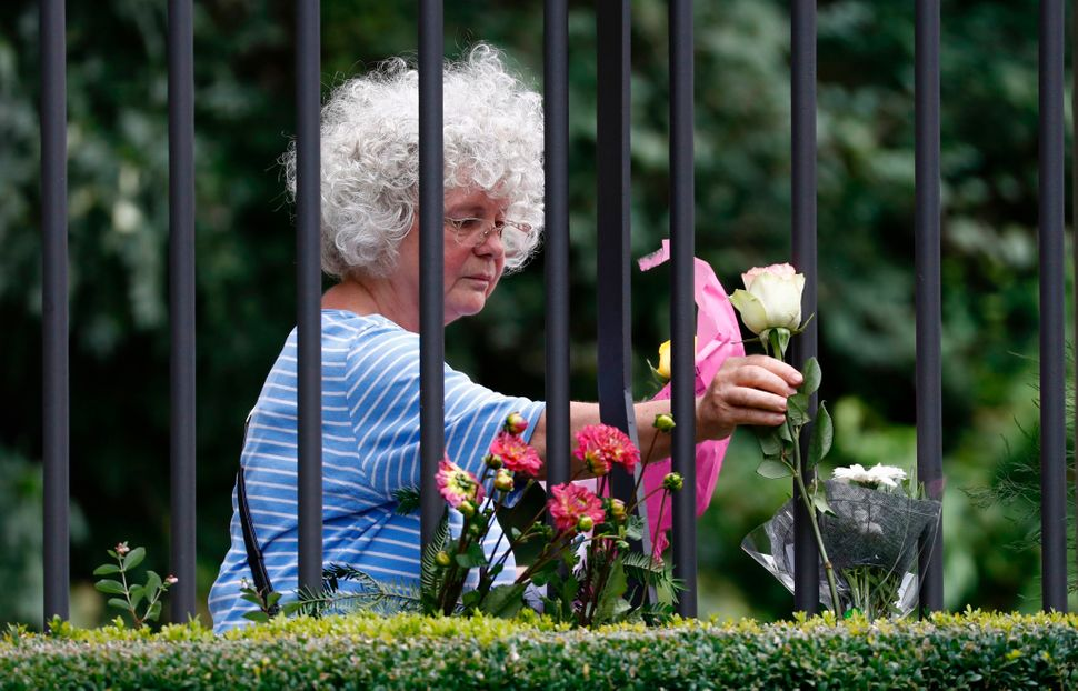 A woman lays down flowers at the Spanish embassy in Berlin.