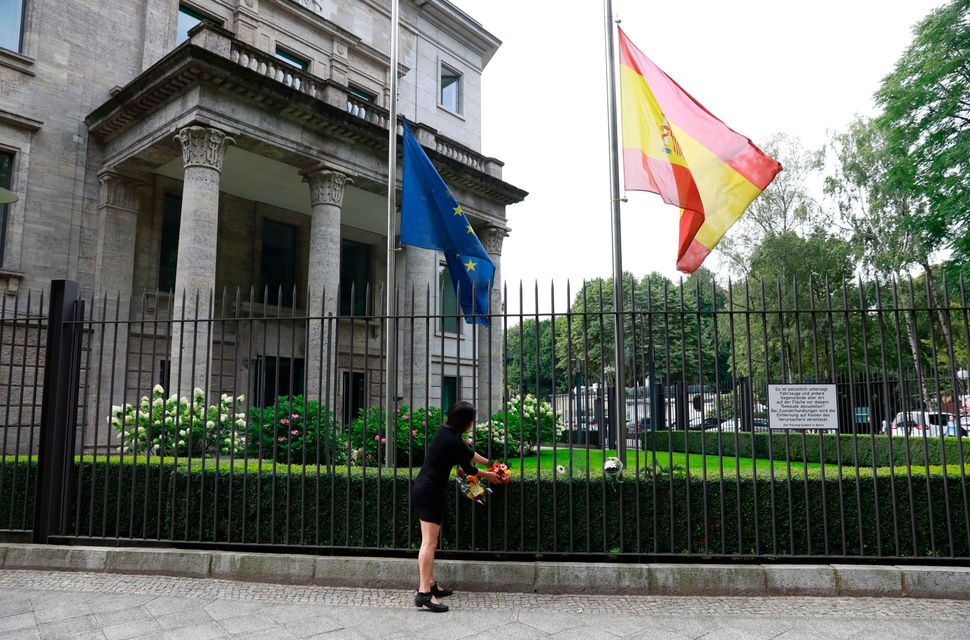 The Spanish and the European flag fly at half mast in Berlin.