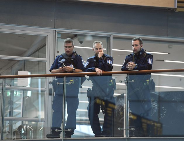 Armed Finnish policemen on guard at the Helsinki airport on August 18,