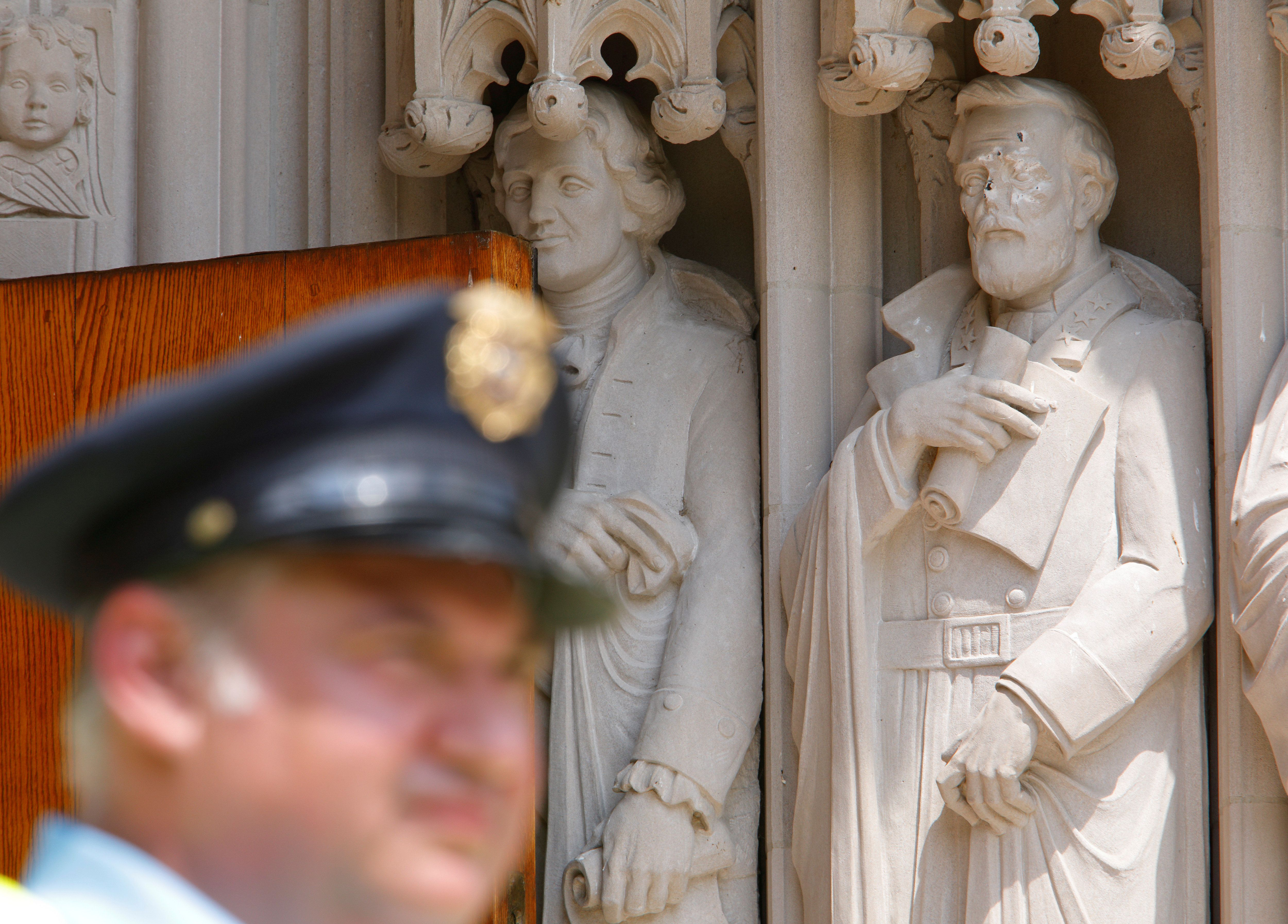 "Duke University'spresident says this statue of ConfederateGen.Robert E. Leewill be ""preserved&r"