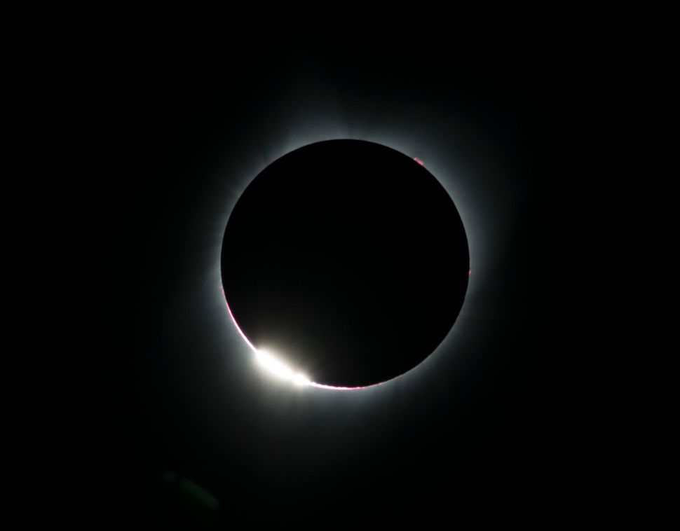 The 'diamond ring effect' is seen during a total solar is seen from the Lowell Observatory Solar Eclipse Experience in Madras