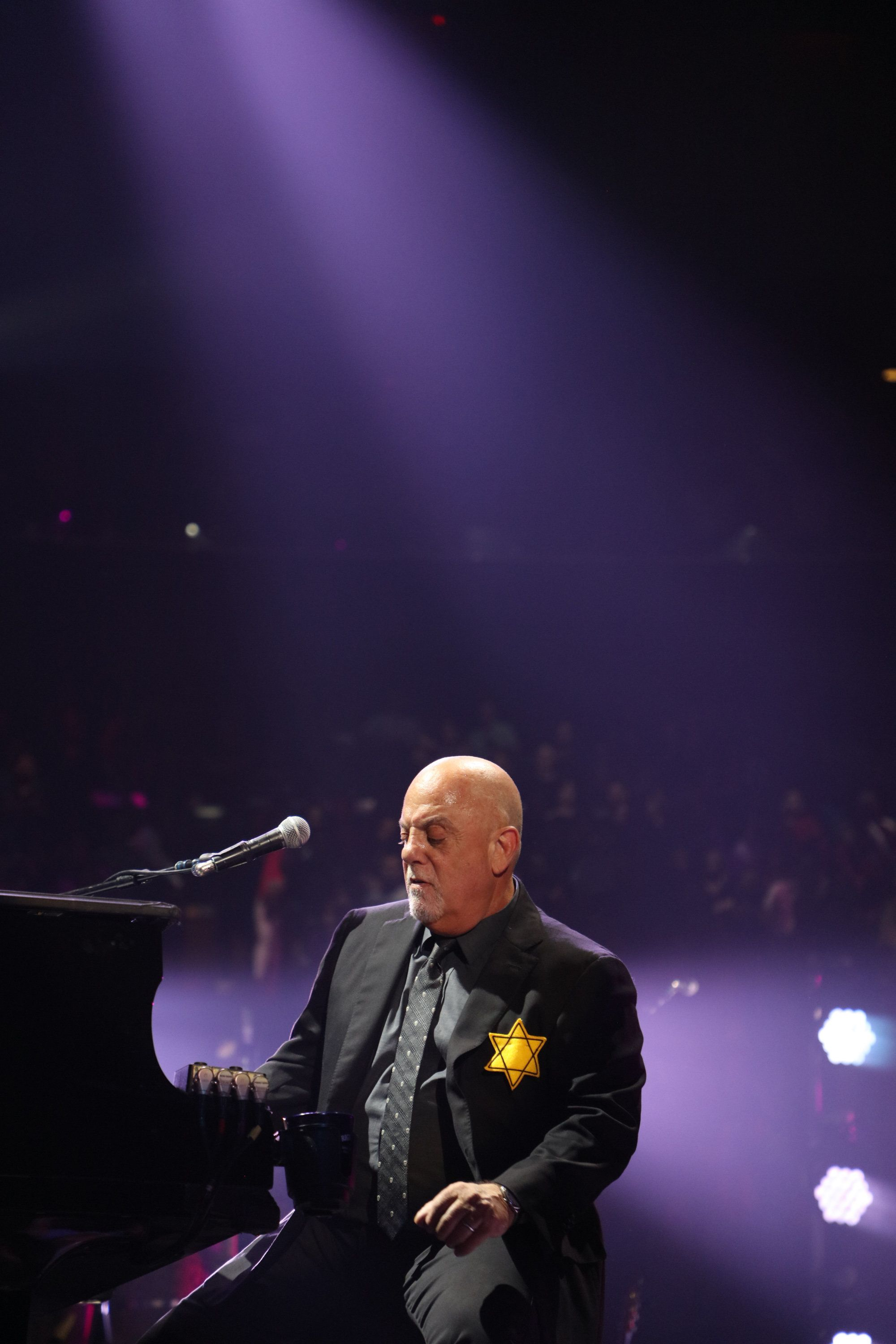NEW YORK, NY - AUGUST 21: (EXCLUSIVE COVERAGE) Billy Joel wears a jacket with the Star of David during the encore of his 43rd sold out show at Madison Square Garden on August 21, 2017 in New York City.  (Photo by Myrna M. Suarez/Getty Images)