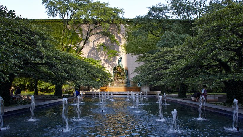 The Art Institute of Chicago, South Garden, 2013. Photograph © Tom Harris, courtesy The Cultural Landscape Foundation.