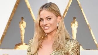 HOLLYWOOD, CA - FEBRUARY 28: Actress Margot Robbie attends the 88th Annual Academy Awards at Hollywood & Highland Center on February 28, 2016 in Hollywood, California.  (Photo by Jeff Kravitz/FilmMagic)