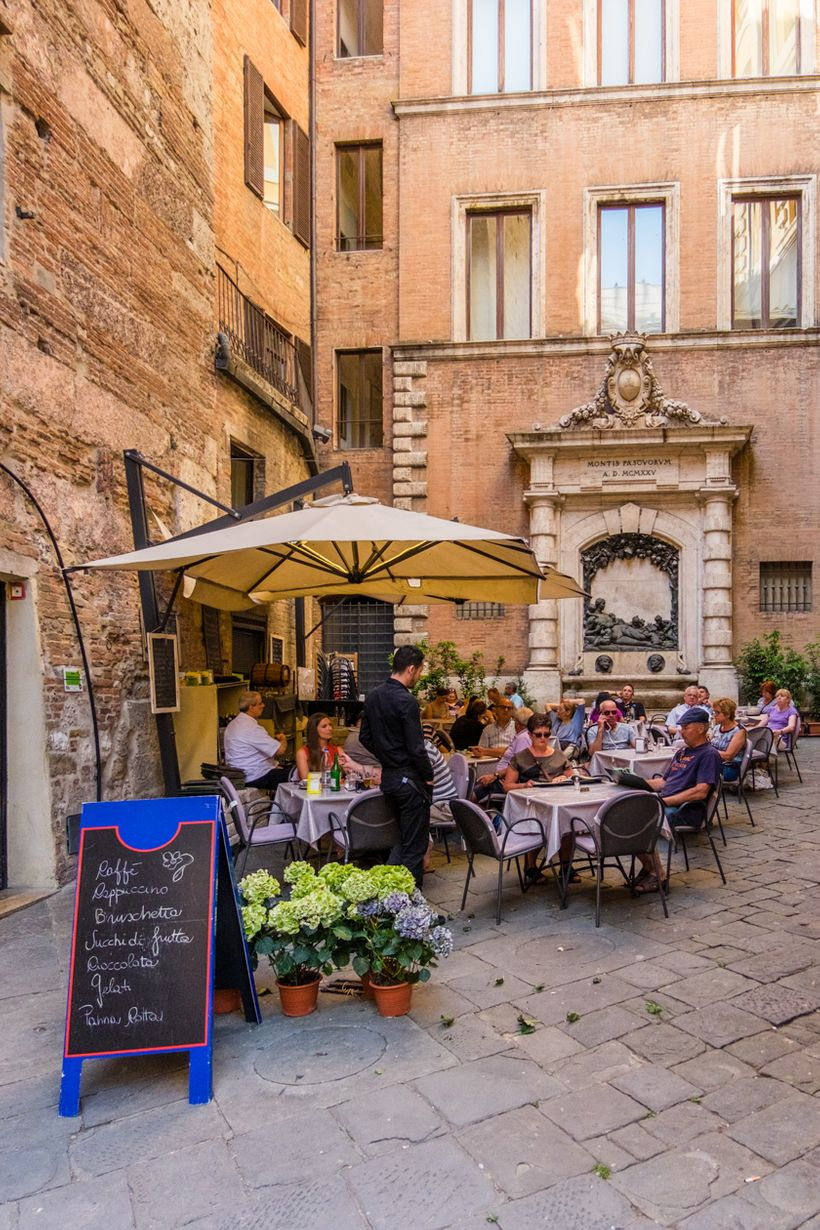 """<a rel=""""nofollow"""" href=""""http://www.globalyodel.com/yodels/curio-collection-local-guide-siena/"""" target=""""_blank"""">Siena Italy -"""