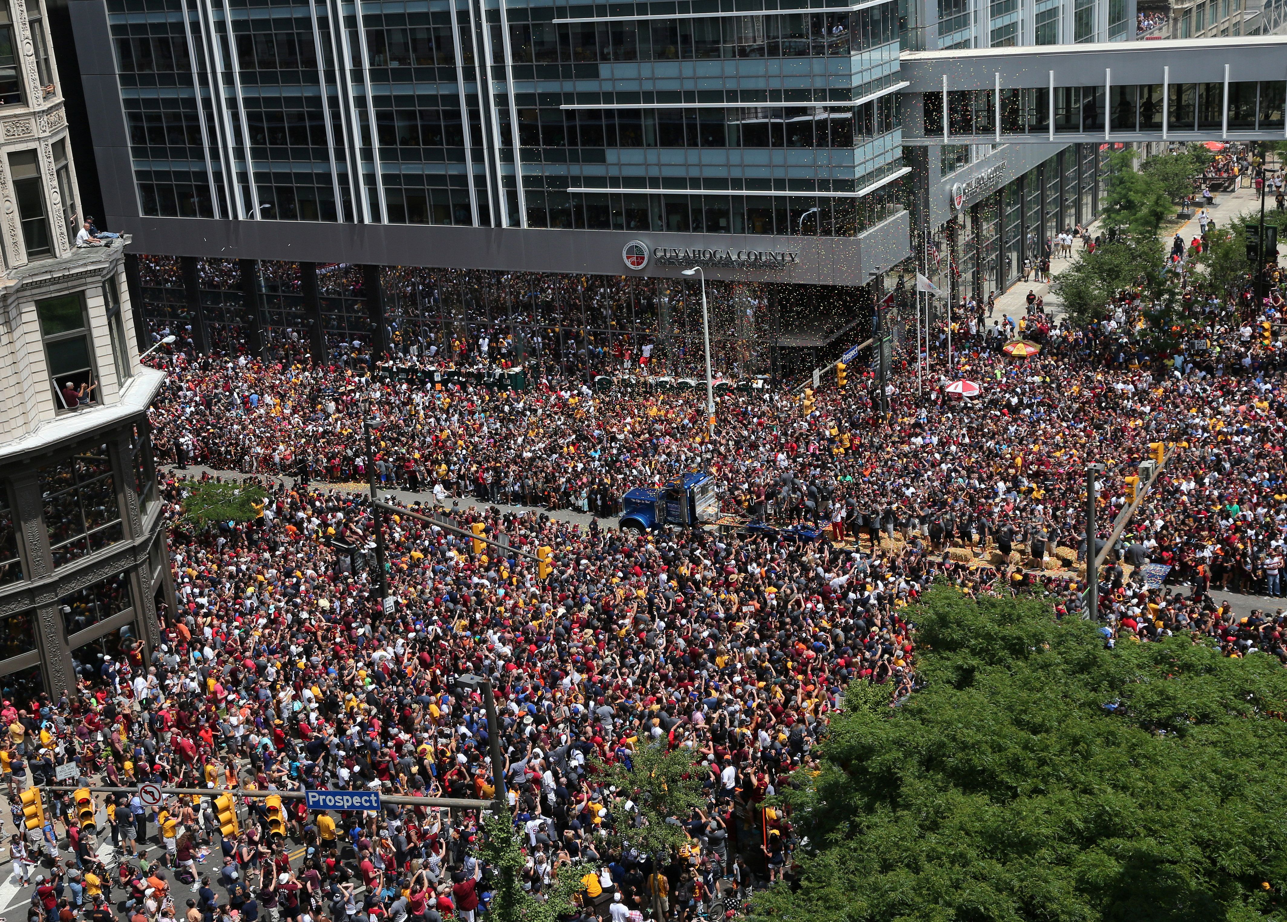Cleveland Cavaliers fans celebrate the Cavaliers 2016 NBA Championship in downtown Cleveland, Ohio, U.S. June 22, 2016.  REUTERS/Aaron Josefczyk