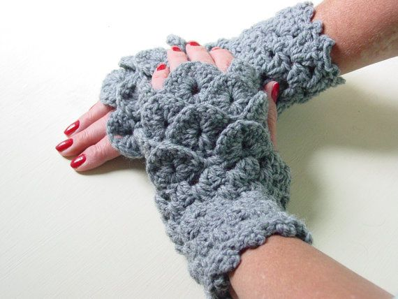 "Game of Thrones dragon gloves, <a href=""https://www.etsy.com/listing/467365208/game-of-thrones-dragon-gloves-dragon?source=aw"