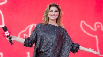 OTTAWA, ON - JULY 02:  Shania Twain delivers remarks at We Day Canada at Parliament Hill on July 2, 2017 in Ottawa, Canada.  (Photo by Mark Horton/Getty Images)