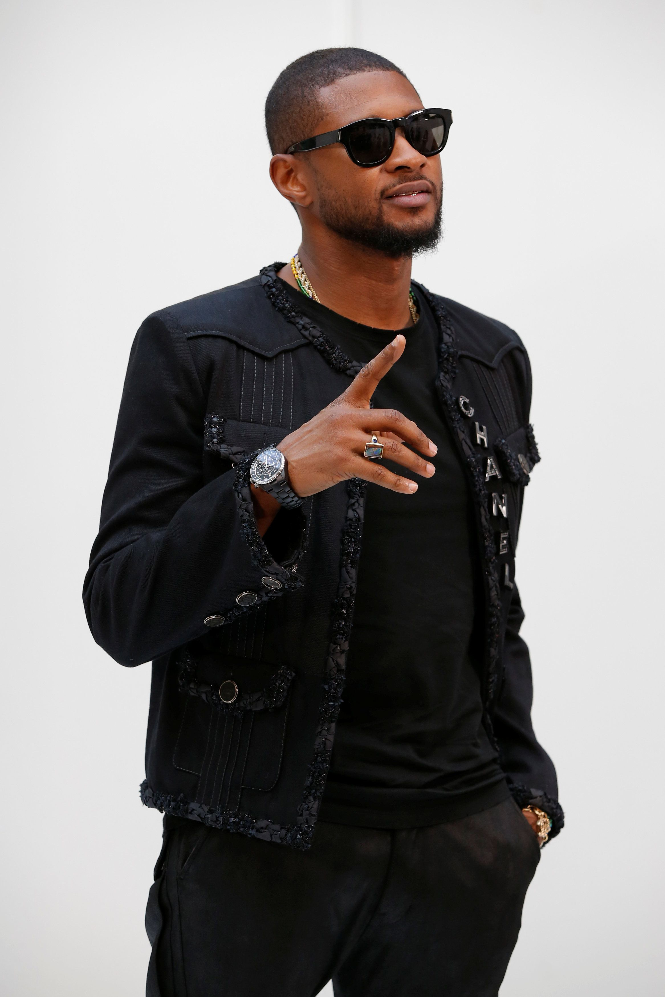 Recording artist Usher poses during a photocall before the Spring/Summer 2017 women's ready-to-wear collection for fashion house Chanel during Fashion Week in Paris, France October 4, 2016. REUTERS/Gonzalo Fuentes